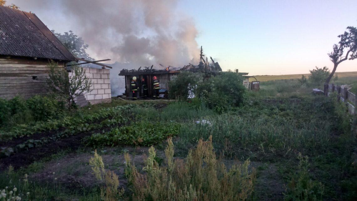 В Мыкшицах Каменецкого района сгорела хозпостройка