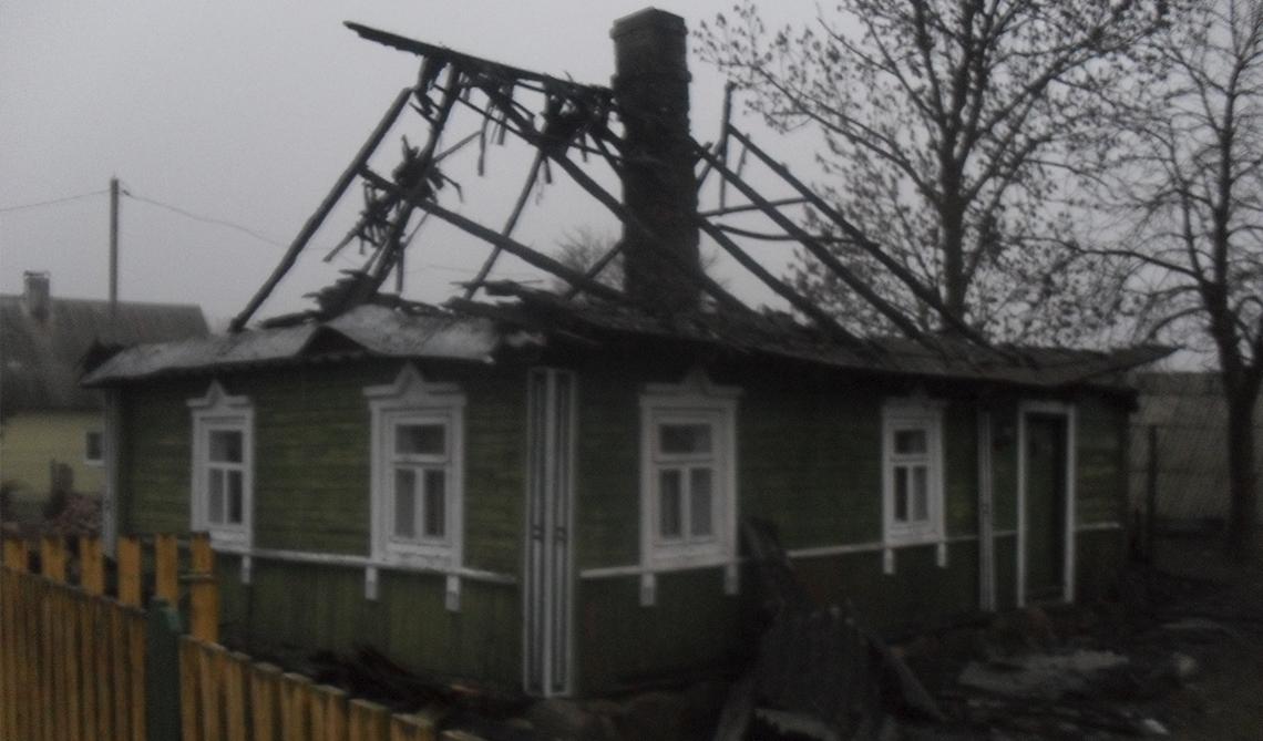 В Селище Малом горел нежилой дом