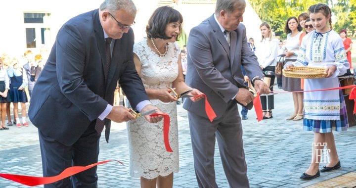 Новый школьный спортивный зал торжественно открыли в Видомле