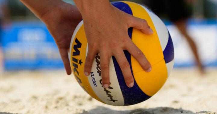 Сезон пляжного волейбола 12 июля стартует в Каменце. Успей записаться!