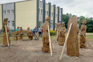 В столице областных «Дожинок-2020» появились резные скульптуры, среди них — работа нашего земляка Анатолия Туркова