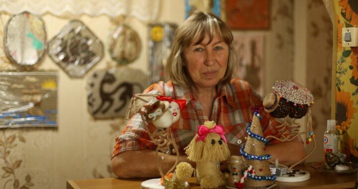 Мастерица из Ратайчиц создает панно, картины и поделки из джутового шнура