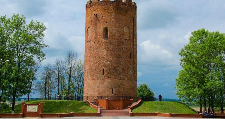 В июле у Каменецкой башни побывали три тысячи туристов