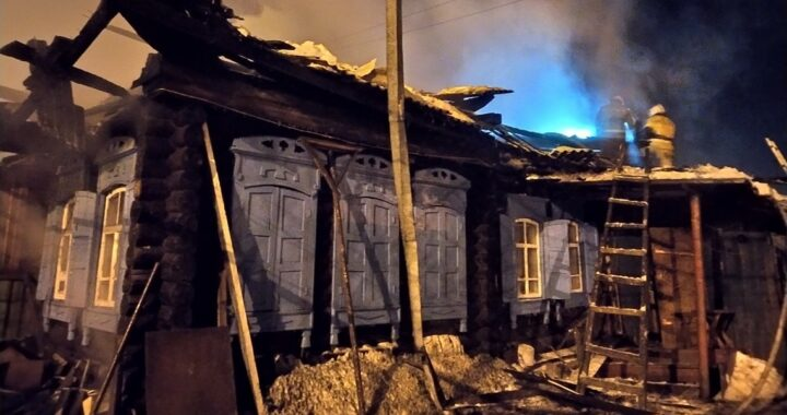 В Высоком горел жилой дом