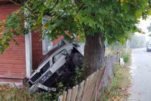 ДТП в Каменюках: припарковалась… аккурат к дому
