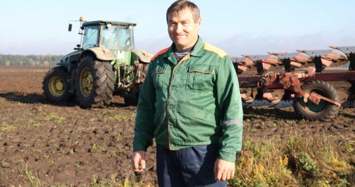 Механизатор из «Видомлянского» еще с детства прикипел к трактору