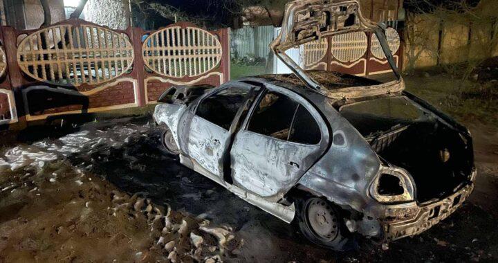 В Каменецком районе за неделю два пожара: горел автомобиль, а затем летняя кухня