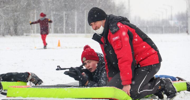 В Каменце прошли соревнования по биатлону «Снежный снайпер»