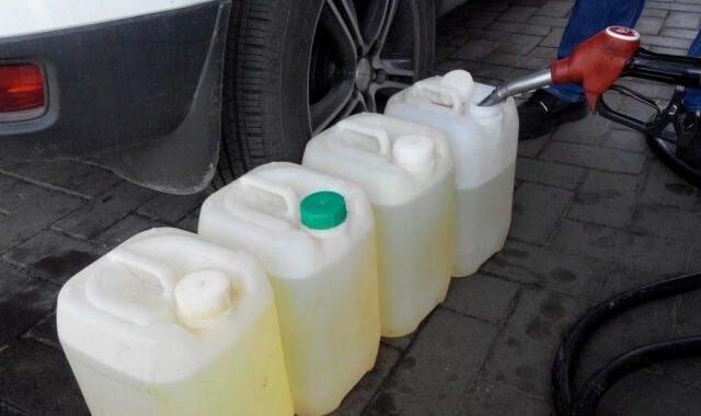 В Каменецком районе тракторист похищал топливо, а жена продавала