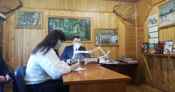 Сенатор Александр Карпицкий ведет личный прием граждан и прямую телефонную линию