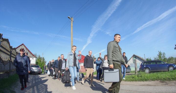 В Каменецком районе началась отправка призывников