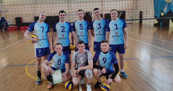 У футболистов и волейболистов «Беловежского» — новая форма