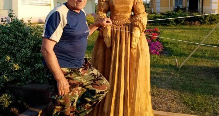Деревянные скульптуры Огинского и Боны Сфорцы на областных плэнерах создал наш земляк Анатолий Турков