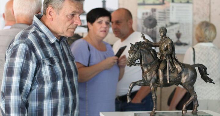 В Каменце открылась выставка скульптора Александра Лыщика