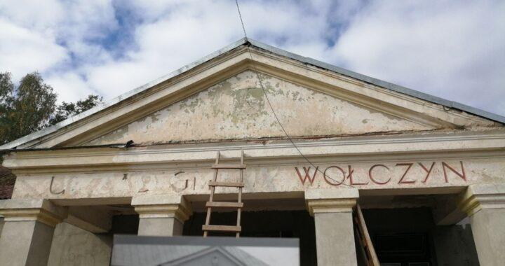 Под слоем штукатурки в Каменецком районе открылась интересная надпись