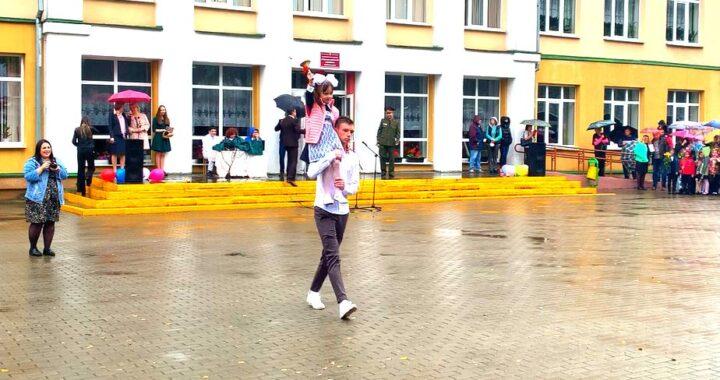 Торжественные линейки, посвящённые Дню знаний и Году народного единства, проходят в Каменецком районе